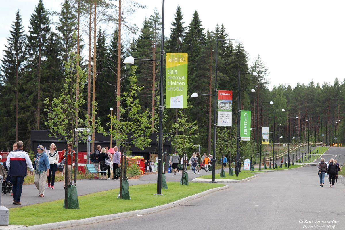 Isot tammen taimet Mikkelin Asuntomessualueella